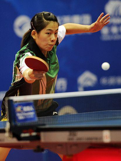 图文:2012乒乓球全锦赛决赛 曹臻反手变直线