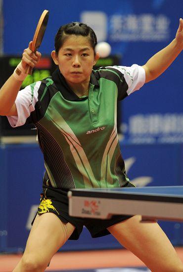 图文:2012乒乓球全锦赛决赛 曹臻拉弧圈