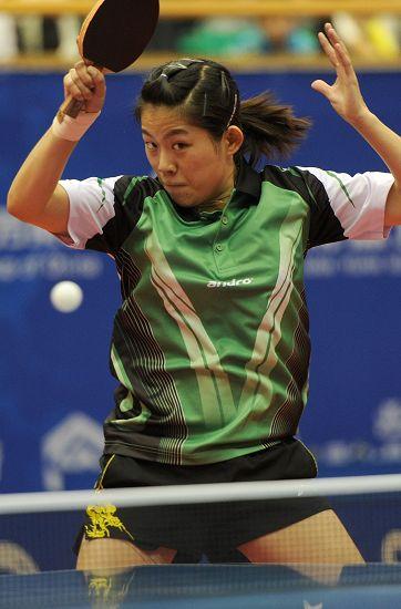 图文:2012乒乓球全锦赛决赛 曹臻拉弧圈球