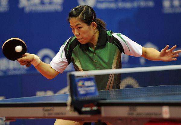 图文:2012乒乓球全锦赛决赛 曹臻正手反胶