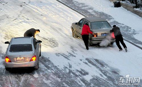 汽车底盘机件损坏急救有方高清图片