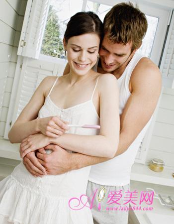 孕吐是怀孕期间里一个极为普遍的现象,尤其是孕期前三个月,更是让妈妈们饱受折磨。小编特意搜集了美味又有效的治孕吐果汁饮料,希望能帮助准妈妈们战胜孕吐。