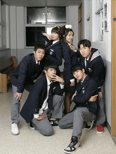 从HOT出道爆红为起点逐渐成形的韩流歌迷文化伴随了整整一代人的成长