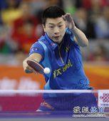 图文:2012乒超联赛首轮赛况 马龙反手回球
