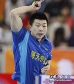 图文:2012乒超联赛首轮赛况 马龙这是要打架