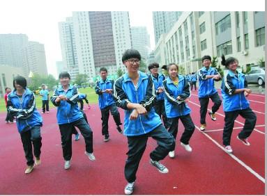 中韩40名高中生拍《洪山Style》帅气女宿舍入骑警大连高中图片