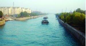 """昨天早晨,大运河丹阳城区段变成""""蓝色的海"""" 网友供图"""