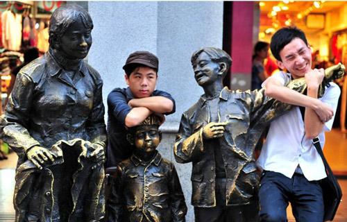 美女胸部光溜溜图; 广州街头雕塑;