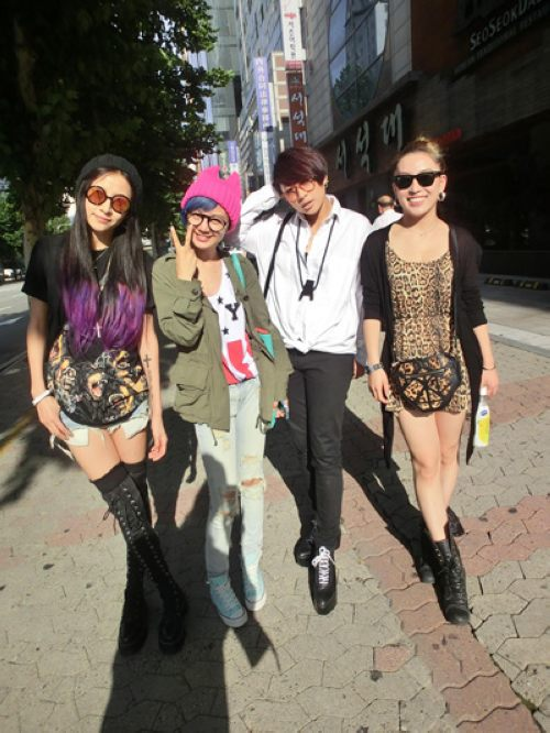 spy女团赴韩拍摄mv 街头寻找时尚与潮流