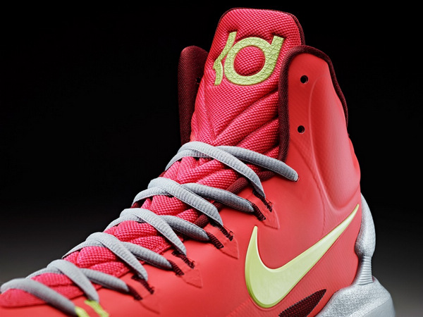 今日发布了杜兰特第5代签名篮球鞋nike zoom kd v.