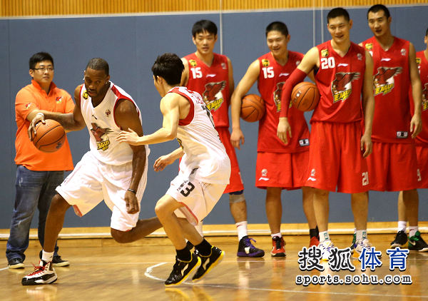 Yao Ming Mania! • View topic - Crazy Scene At Qingdao as ...