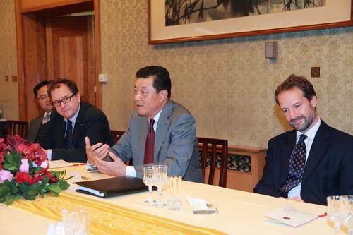 英�yf����(K�ny��K�_中国驻英大使:日本激化地区国家间的矛盾分歧