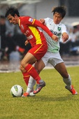 中超图:亚泰0-3绿城 刘卫东比赛中拼抢