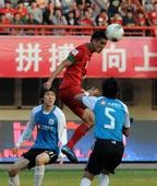 中超图:河南建业0-1实德降级 肖智争得头球