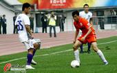 中超图:贵州1-1天津 球员盘带