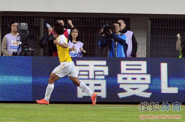 中超图:鲁能客场1-1申鑫保级成功 王佳玉庆祝