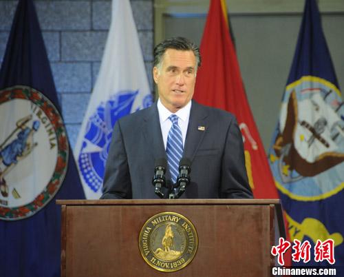 """当地时间10月8日中午,共和党总统候选人罗姆尼在至关重要的大选""""战场州""""弗吉尼亚州详细阐述其外交政策。中新社发 德永健 摄"""