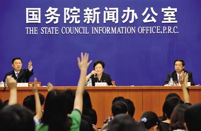 今年8月2日,国务院新闻办举行新闻发布会,中国红十字会常务副会长赵白鸽介绍关于贯彻落实《国务院关于促进红十字事业发展的意见》的有关情况。
