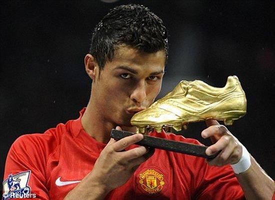 英超联赛和欧冠联赛的双冠王,是c罗迄今为止带队获得的最高成绩,他图片