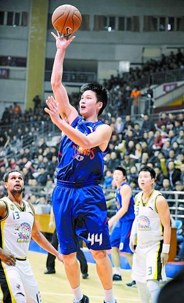 杨力/身处当打之年的江苏男篮球员杨力选择退役,以对抗俱乐部。CFP...