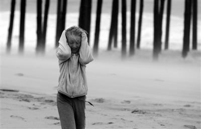 """28日,美国马里兰州,飓风""""桑迪""""扬起沙尘。"""