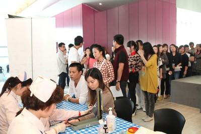 上海/达芙妮集团高层及其厂区员工正在进行体检