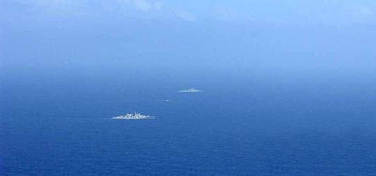 4 月22日日方公布跟踪拍摄的在公海航行的中国海军舰艇编队。