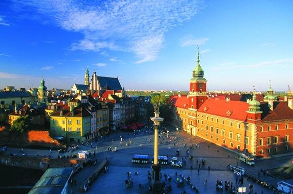 波兰华沙_北京至华沙的直航,都给了球迷借看球的机会,充分感受波兰的充足理由.