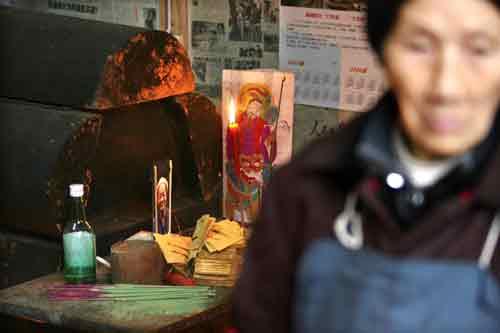 2007年12月7日,刘国江老人突发急病去世,留下徐朝清孤独地生活了5年。