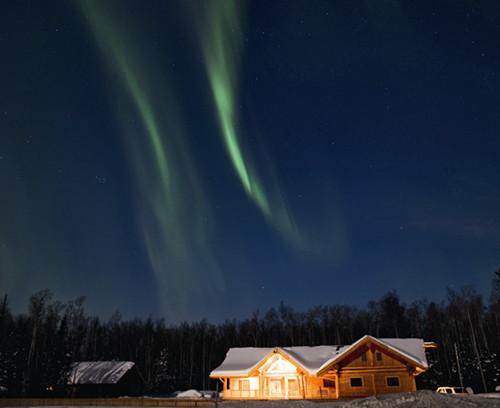 北极圈/回到酒店,夜幕早已降临,疲惫不堪的我进门就躺倒在床上。