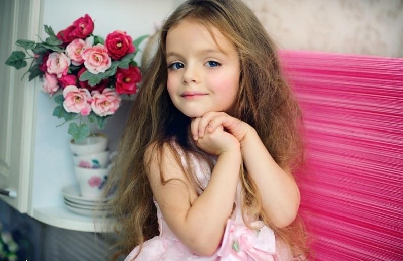 模特 萝莉/外国网络上爆红的小模特米兰/库尔尼科娃,拥有粉嫩的皮肤,蓝...