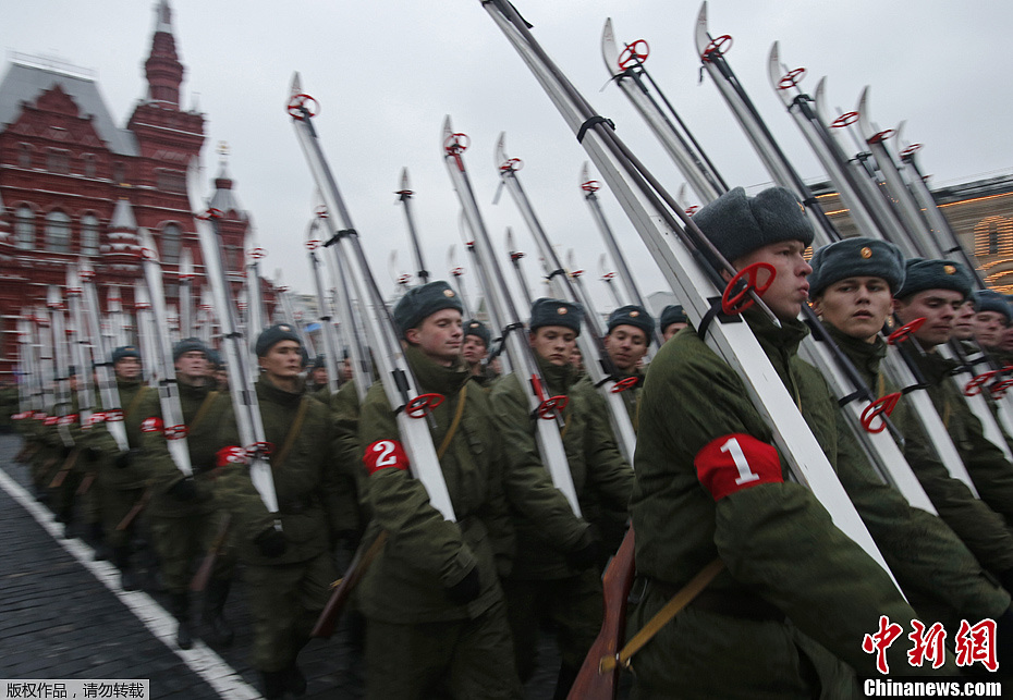 俄罗斯举行阅兵式彩排