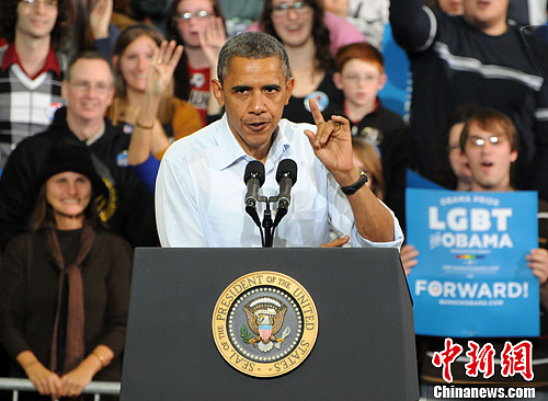 当地时间11月2日,奥巴马在俄亥俄州奔走拉票,力争赢下这一美国大选最重要的摇摆州。自1964年后,美国大选总统候选人要想胜出就必须赢下俄亥俄州。中新社发 德永健 摄