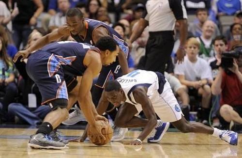 亨德森/图文:[NBA]山猫99/126小牛 亨德森抢到球