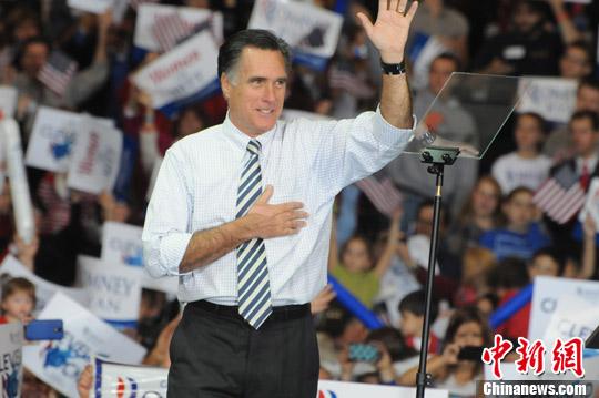 当地时间11月4日,罗姆尼在美国大选最重要的摇摆州俄亥俄州造势拉票。中新社发 德永健 摄