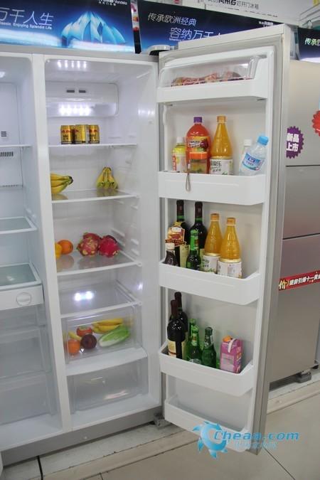 美的BCD-550WKGM冰箱冷藏室