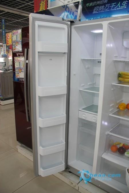 美的BCD-550WKGM冰箱冷冻室