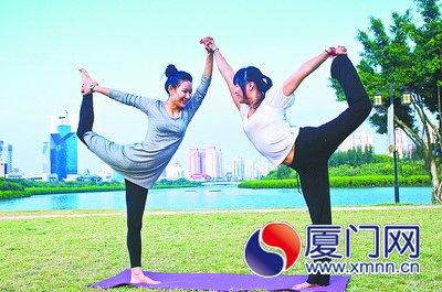 湖边瑜伽 吴泽恩摄参赛作品