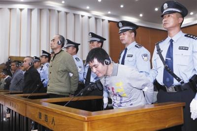 11月6日,糯康、桑康、依莱、扎西卡、扎波、扎拖波等6名被告人在庭审现场听取一审宣判。新华社记者 王申 摄