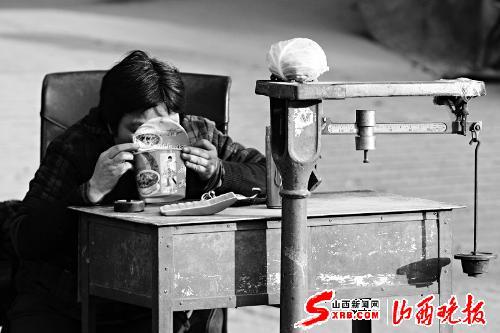 """生意 天冷 中国/""""喜迎十八大文化下乡村""""演出在宁夏银川举行。新华社记者王..."""