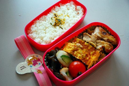 日本中学生午餐吃什么?(组图)
