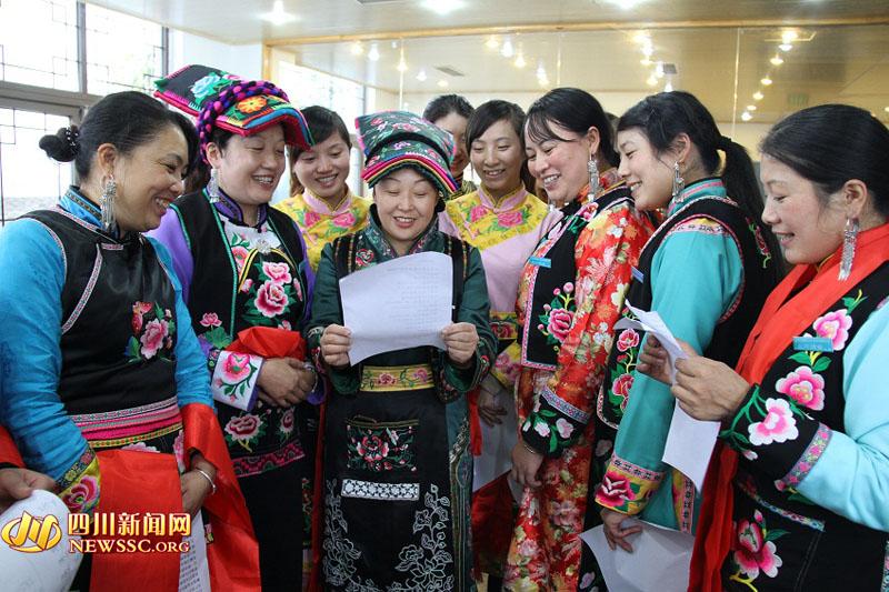 张桂熙/张桂熙带领北川绣娘排练喜迎十八大的歌曲