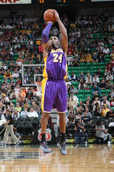 图文:[NBA]湖人86-95爵士 科比中投