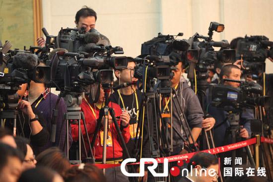 11月8日,中国共产党第十八次全国代表大会在北京人民大会堂开幕,当日下午,重庆市代表团讨论对中外记者开放,吸引了中外媒体的广泛关注。摄影:肖中仁