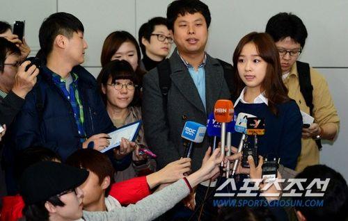 孙妍/孙妍在发布会吐舌卖萌。《朝鲜日报》
