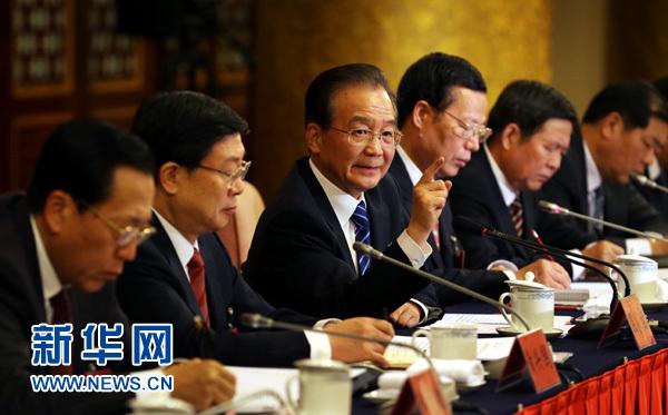 11月8日,温家宝同志参加党的十八大天津代表团讨论。 新华社记者姚大伟