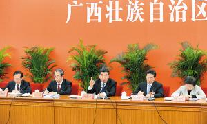 11月9日上午,回良玉同志参加党的十八大广西代表团讨论。本报记者 刘 宇/摄