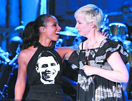 艾莉 凯斯/艾莉西亚·凯斯身穿奥巴马T恤