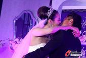 幻灯:鲁能国脚迎娶舞蹈演员 铁汉柔情感谢娇妻