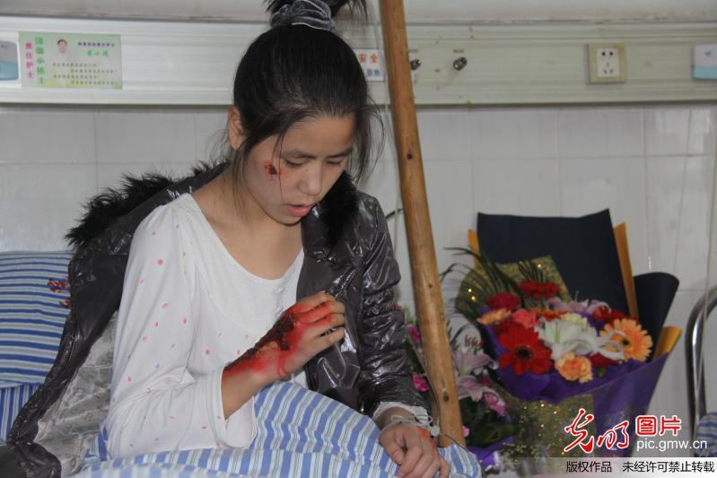 江西16岁最美中学生车祸瞬间舍己救人组图